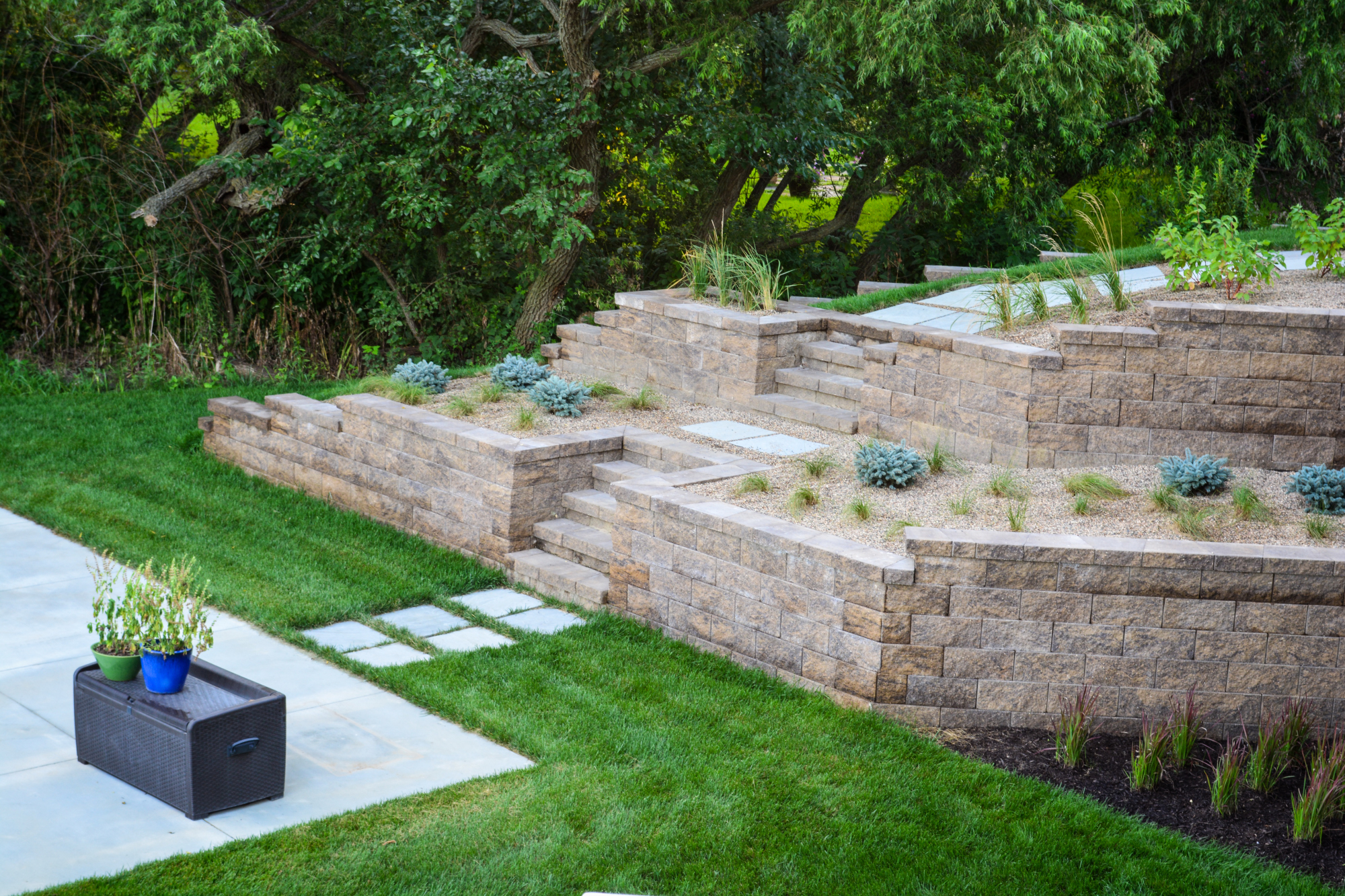 Modern Landscape includes contemporary retaining walls with steps by Breaking Ground.