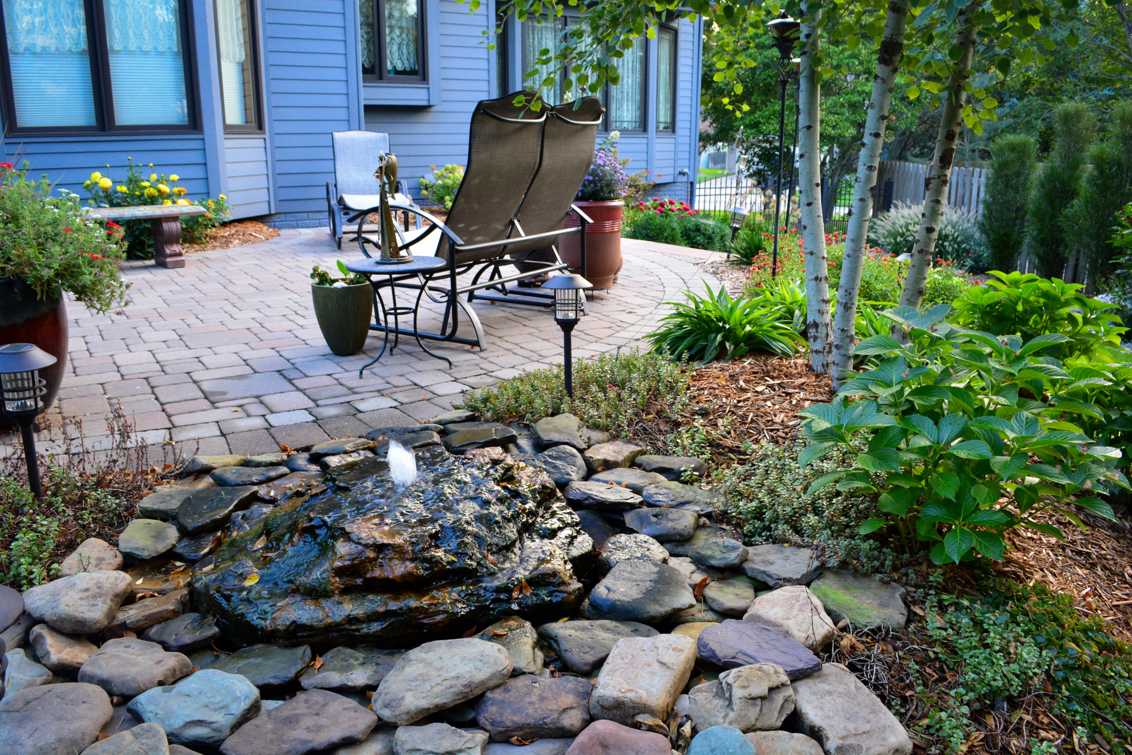 Chairs-fountain-and-patio