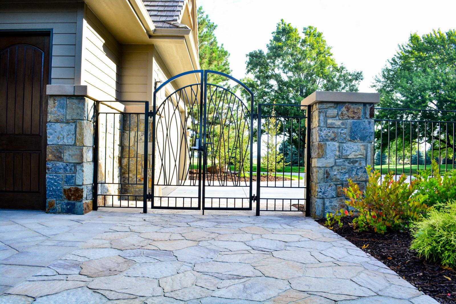Gate-and-Columns-Scott
