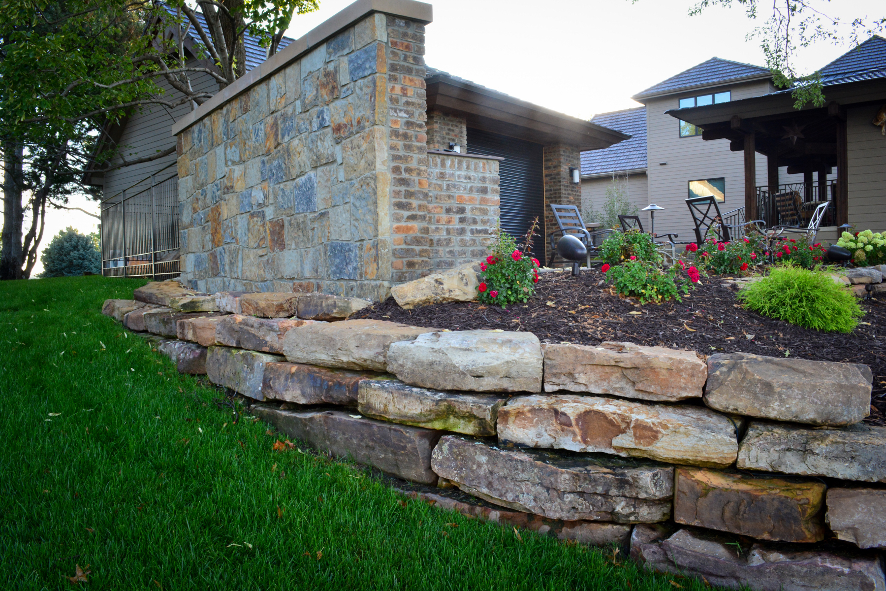 Moss-rock-retaining-wall-and-outdoor-kitchen