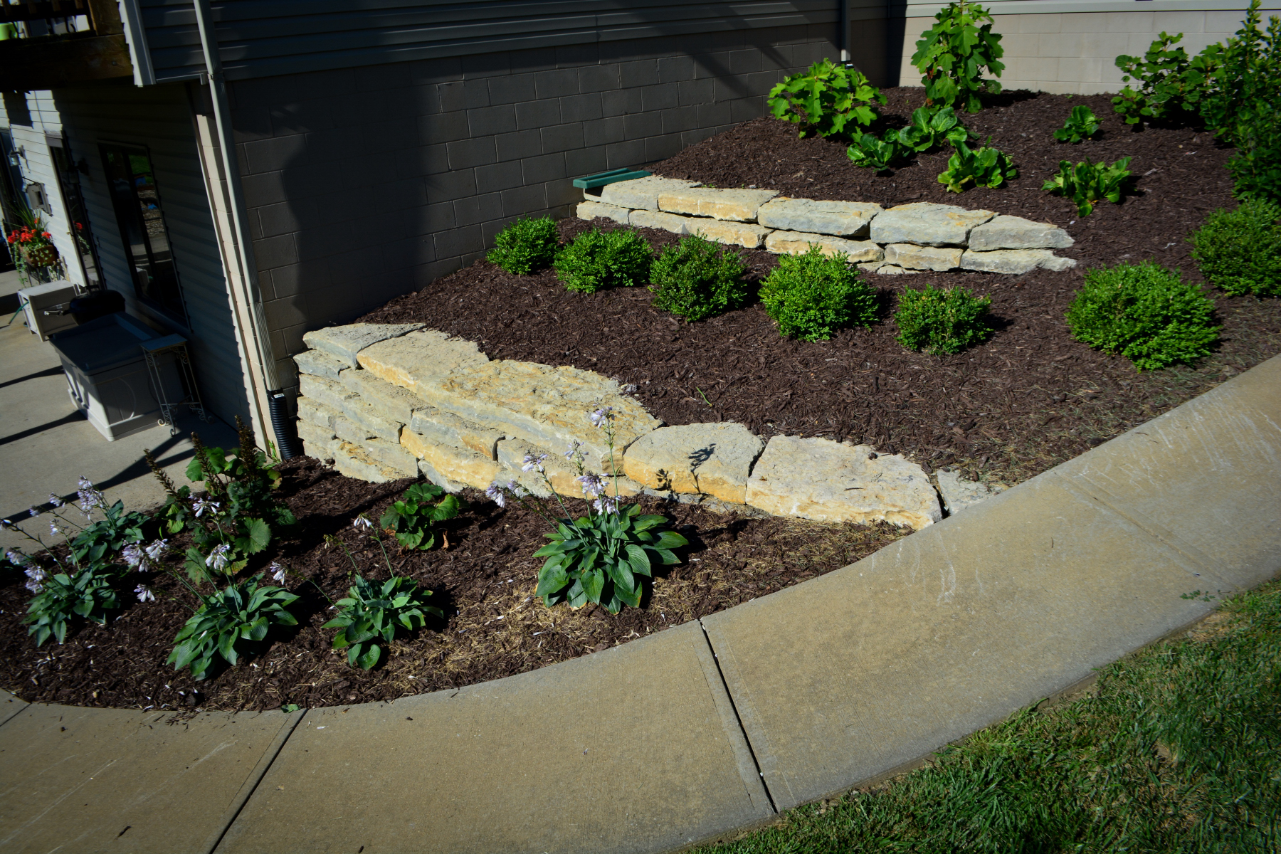 Natural-Stone-Retaining-Wall-3