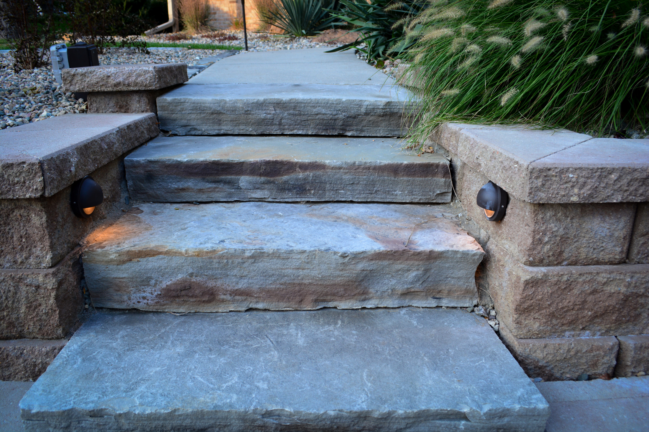 Natural-Stone-stairs-lit