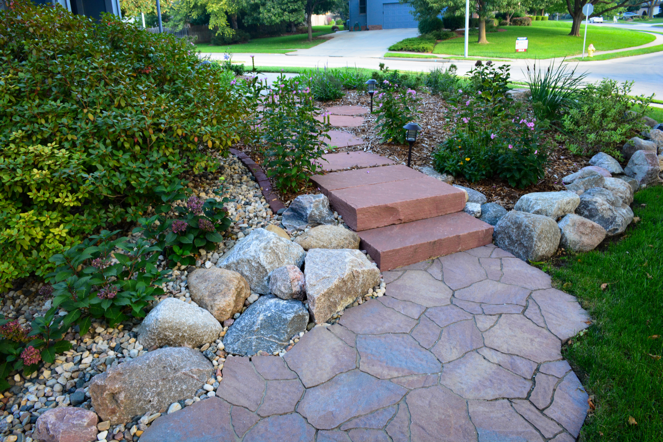 Steps-to-side-walk