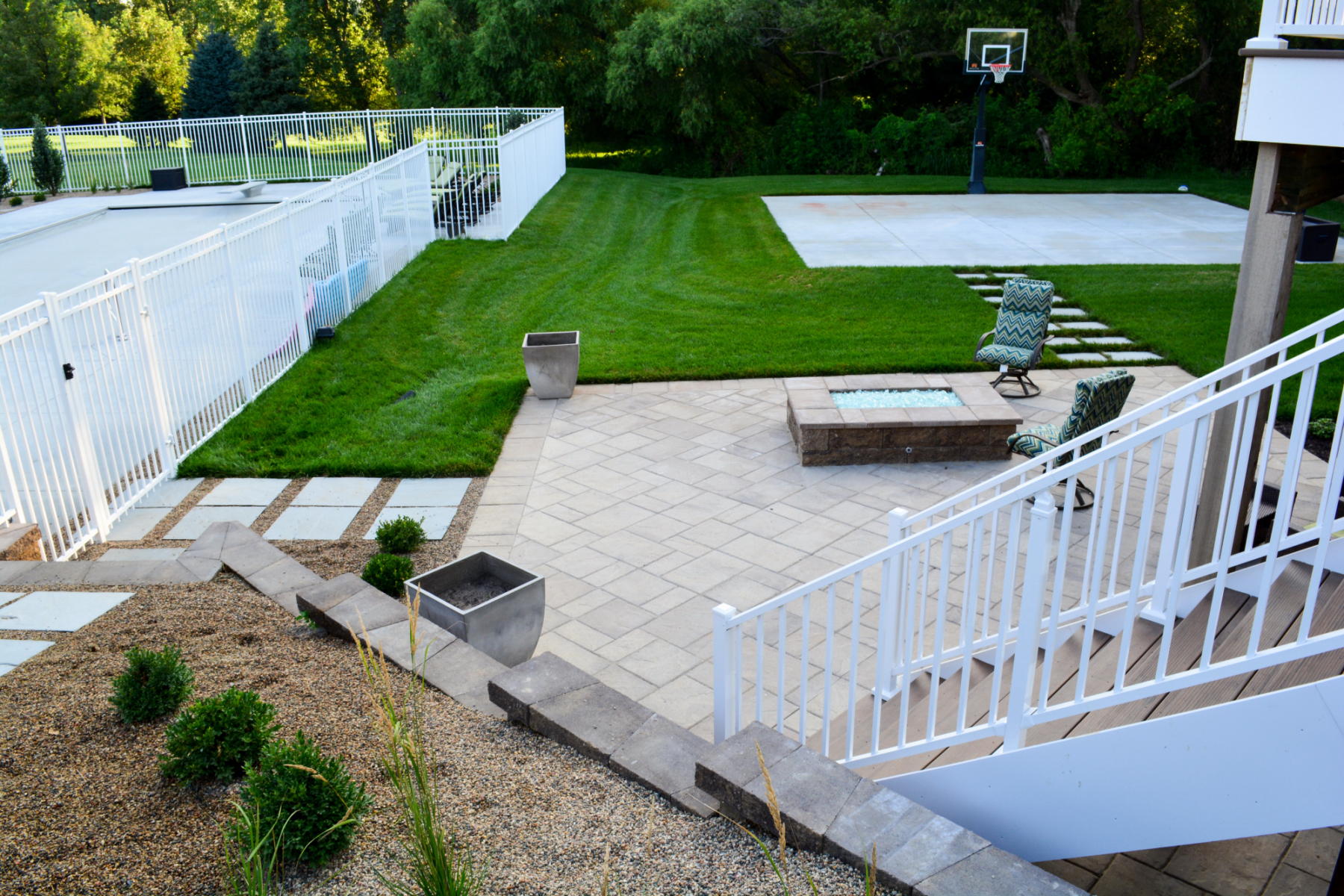 Wyse-patio-and-stairs